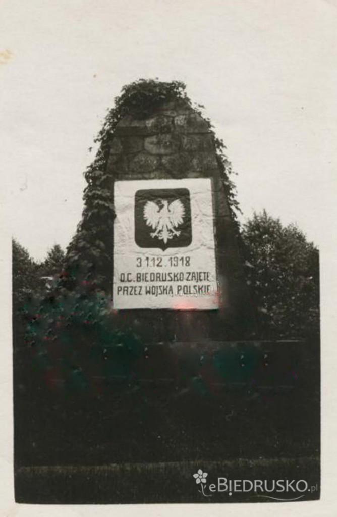pomnik po powstaniu wlkp 1918