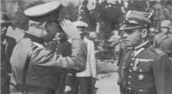 Major-Henryk-Sucharski-składa-kapitulację-na-ręce-generała-Eberhardta